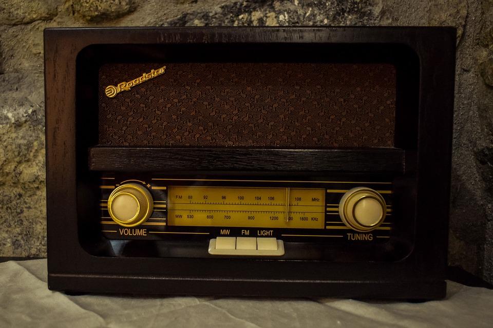Nostalgia-Old-Vintage-Radio-Classic-Antique-Retro-3654685.jpg